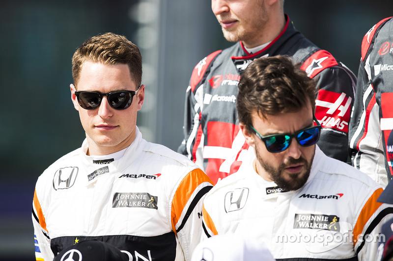 Stoffel Vandoorne, McLaren; Fernando Alonso, McLaren