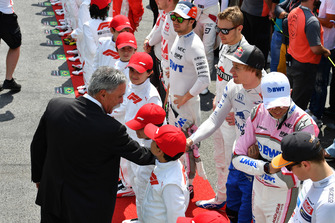 Chase Carey, Chief Executive Officer and Executive Chairman of the Formula One Group and Brendon Hartley, Scuderia Toro Rosso on the grid