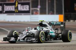 Переможець гонки Ніко Росберг, Mercedes AMG F1 W07 Hybrid celebrates at the end of the race