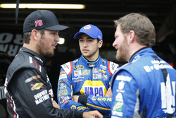 Martin Truex Jr., Furniture Row Racing Toyota, Chase Elliott, Hendrick Motorsports Chevrolet, und Da