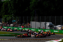Norman Nato, Racing Engineering leads Jordan King, Racing Engineering; Pierre Gasly, PREMA Racing and the rest of the field at the start of the race