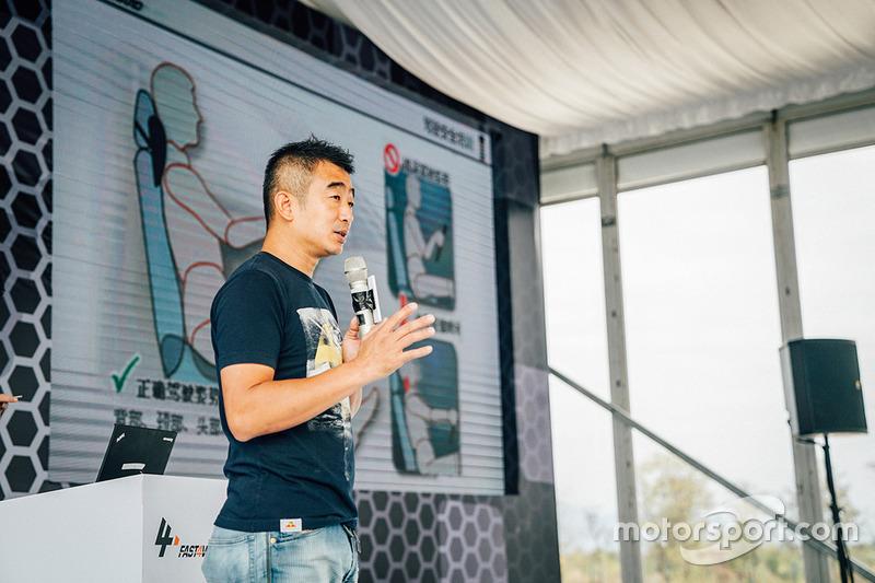 世界吉尼斯纪录保持者、中国知名特技车手韩岳担任赛前车手培训讲师