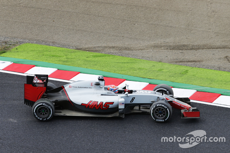 Romain Grosjean, Haas F1 Team VF-16 recovers from leaving the circuit