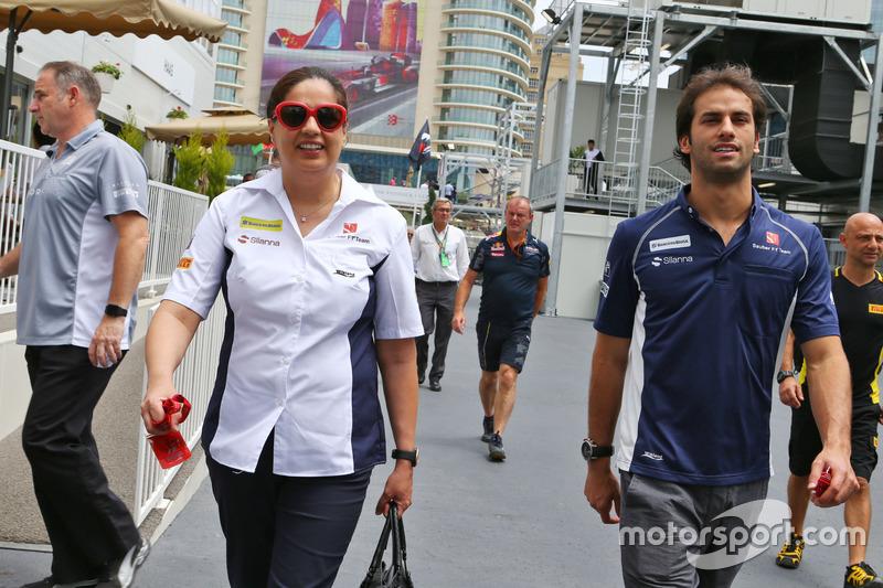 Monisha Kaltenborn, director del equipo Sauber con Felipe Nasr, Sauber F1 Team