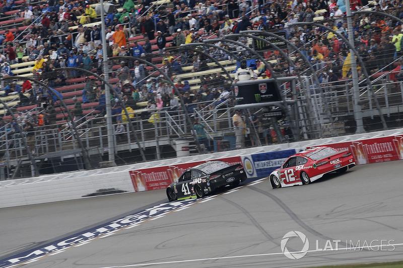 Kurt Busch, Stewart-Haas Racing, Ford Fusion Monster Energy / Haas Automation Ryan Blaney, Team Penske