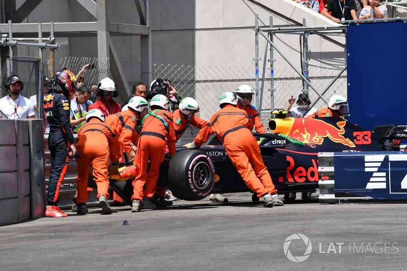 Max Verstappen, Red Bull Racing RB14 après l'accident