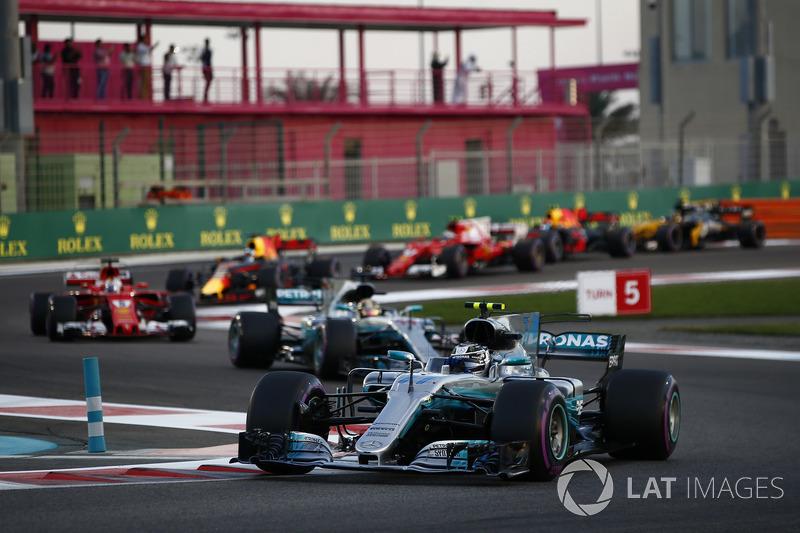 Valtteri Bottas, Mercedes AMG F1 W08, Lewis Hamilton, Mercedes AMG F1 W08, Sebastian Vettel, Ferrari SF70H, Daniel Ricciardo, Red Bull Racing RB13, startta
