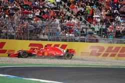 Sebastian Vettel, Ferrari SF71H percute le mur et abandonne
