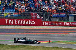 Le vainqueur Lewis Hamilton, Mercedes-AMG F1 W09 celebrates