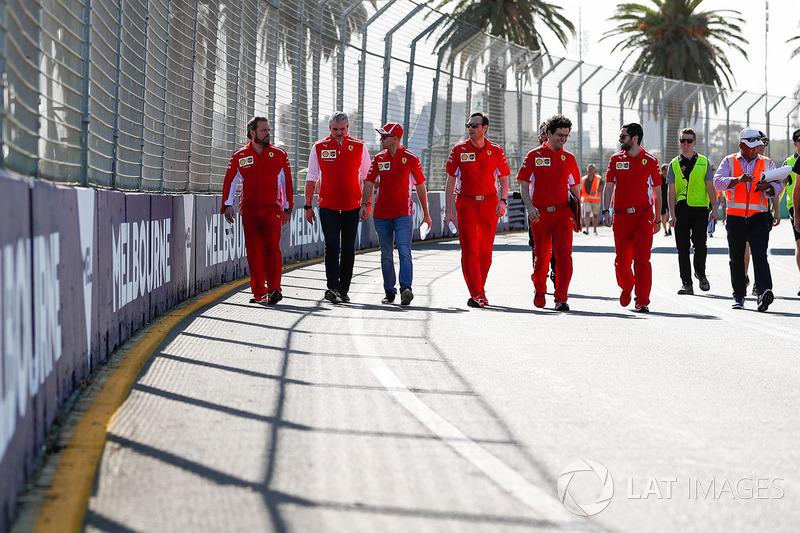 Le trackwalk avec Sebastian Vettel, Ferrari et Maurizio Arrivabene, Team Principal, Ferrari