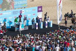 Podio: ganador de la carrera Jean-Eric Vergne, Techeetah, segundo lugar Lucas di Grassi, Audi Sport