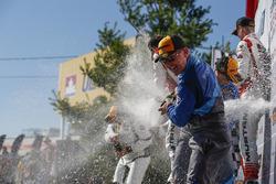 #33 Winward Racing / HTP Motorsport, Mercedes-AMG, GS: Russell Ward, Damien Faulkner, Champagne