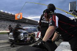 Kyle Busch, Kyle Busch Motorsports, Cessna Toyota Tundra pits