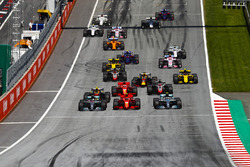Valtteri Bottas, Mercedes AMG F1 W09, Lewis Hamilton, Mercedes AMG F1 W09, Kimi Raikkonen, Ferrari SF71H, Max Verstappen, Red Bull Racing RB14, Sebastian Vettel, Ferrari SF71H, Romain Grosjean, Haas F1 Team VF-18, the rest of the field at the start of the race
