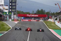 Kevin Magnussen, Haas F1 Team VF-18, Sebastian Vettel, Ferrari SF71H and Valtteri Bottas, Mercedes AMG F1 W09