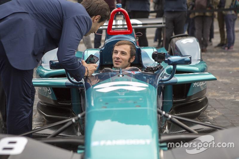 """<img src=""""https://cdn-8.motorsport.com/static/img/cfp/0/0/0/100/108/s3/italy-2.jpg"""" alt="""""""" width=""""20"""" height=""""12"""" /> #68 Luca Filippi, NIO Formula E Team"""