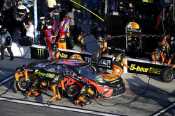 Pit stop, Martin Truex Jr., Furniture Row Racing Toyota Camry