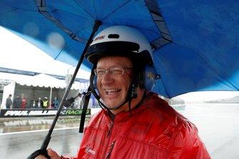 IMSA official in de regen