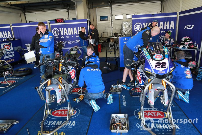 Alex Lowes, Pata Yamaha garage