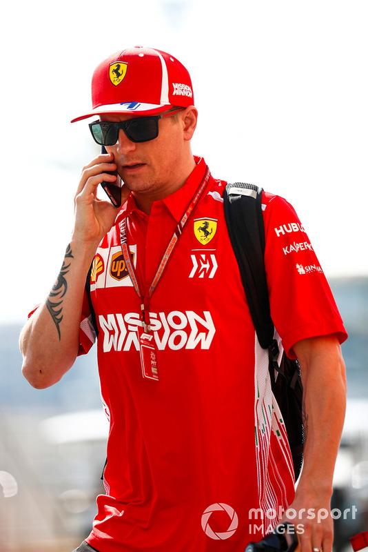 Kimi Raikkonen, Ferrari, arriva nel paddock