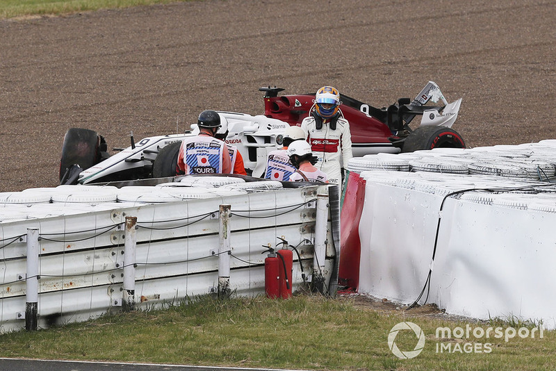 Marcus Ericsson, Sauber C37, dopo l'incidente in Q1