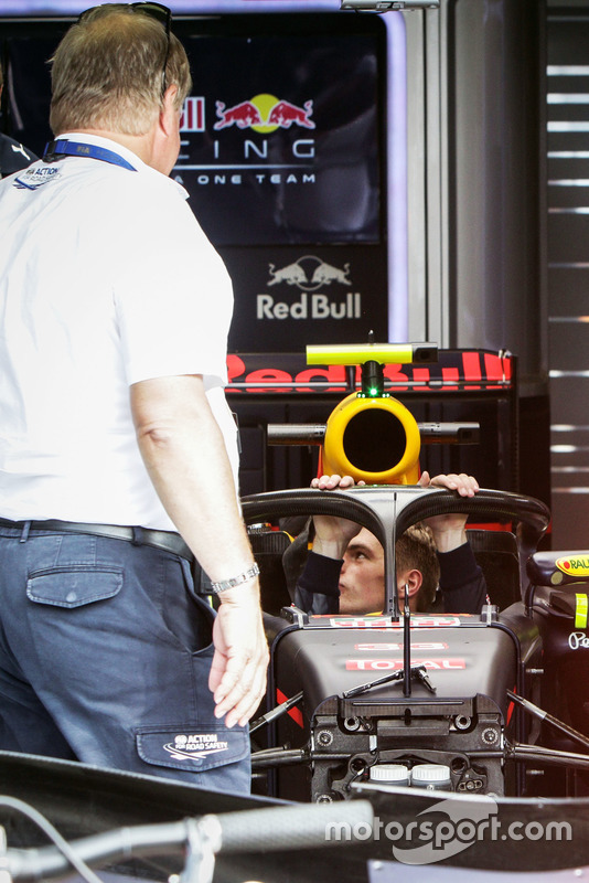 Max Verstappen, Red Bull Racing RB12, con il dispositivo Halo