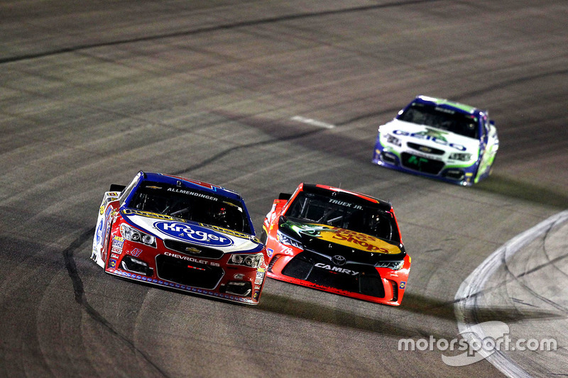 A.J. Allmendinger, JTG Daugherty Racing Chevrolet e Martin Truex Jr., Furniture Row Racing Toyota