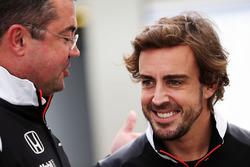 Eric Boullier, McLaren Director de carrera con Fernando Alonso, McLaren