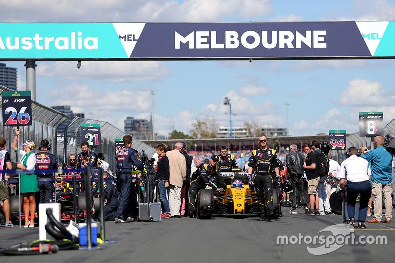 Jolyon Palmer, Renault Sport F1 Team RS16, in der Startaufstellung