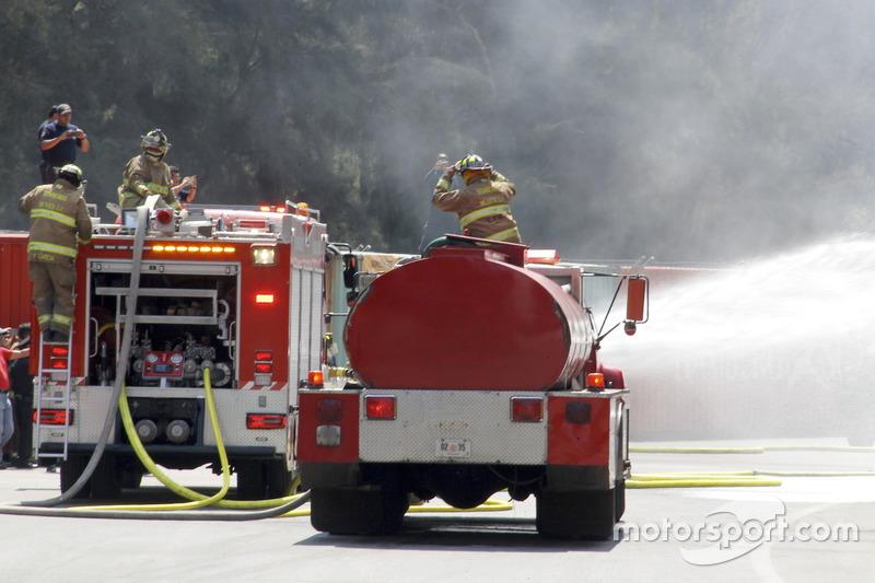 Varios bomberos en una simulación en el Autódromo Hermanos Rodríguez