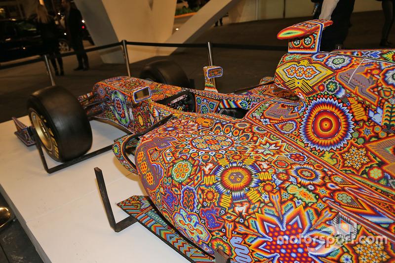 رسومات فنية على سيارة فورس انديا