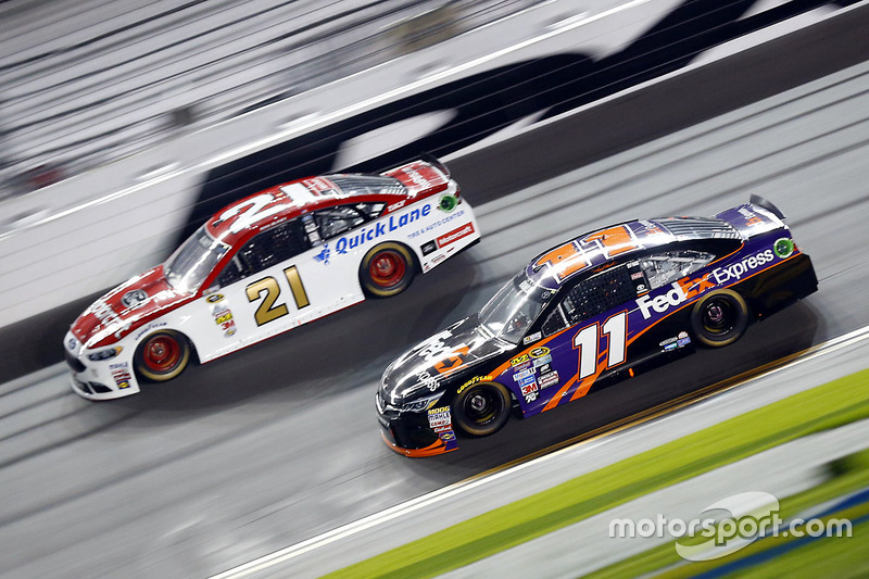 Ryan Blaney, Wood Brothers Racing Ford, Denny Hamlin, Joe Gibbs Racing Toyota