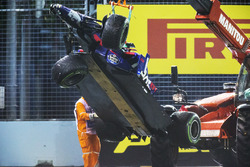 Marshals supervise a crane removing the wrecked Daniil Kvyat Scuderia Toro Rosso STR12