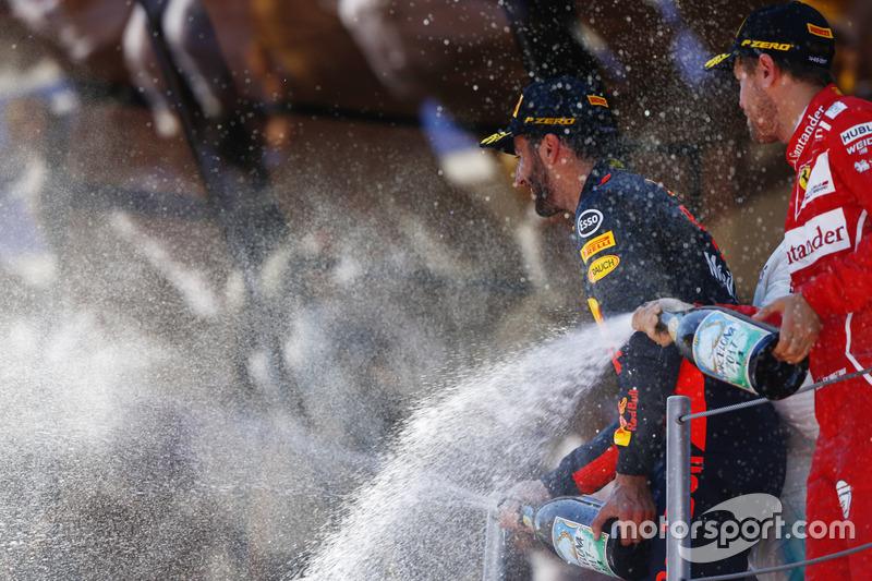 Подіум:друге місце - Себастьян Феттель, Ferrari, третє місце - Даніель Ріккардо, Red Bull Racing