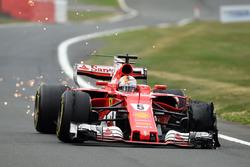 Sebastian Vettel, Ferrari SF70H with front delaminating tyre