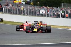 Sebastian Vettel, Ferrari SF70H en Max Verstappen, Red Bull Racing RB13