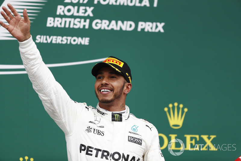 Podio: gandor de la carrera Lewis Hamilton, Mercedes AMG F1 W08