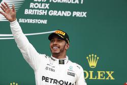 Podio: il vincitore della gara Lewis Hamilton, Mercedes AMG F1 W08