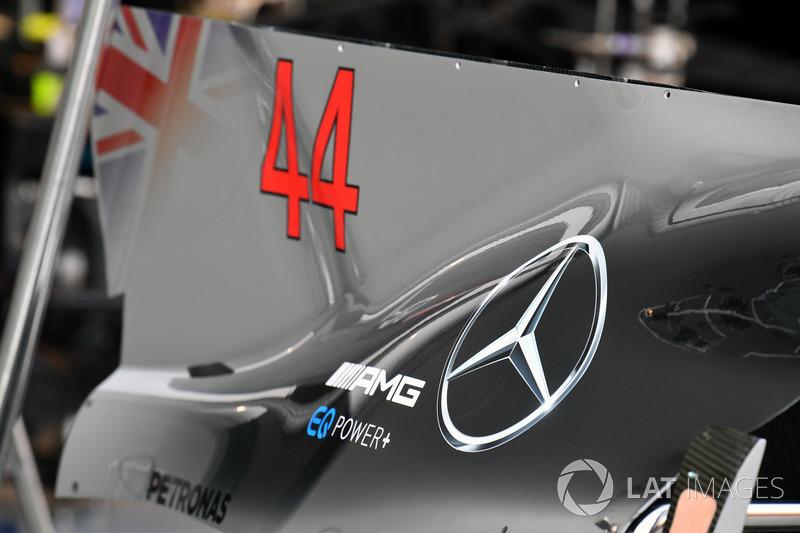 Mercedes-Benz F1 W08, Motorabdeckung mit Finne, Detail