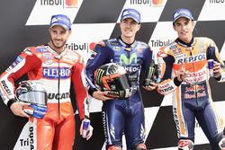 Le poleman Maverick Viñales, Yamaha Factory Racing, le deuxième, Andrea Dovizioso, Ducati Team, le troisième, Marc Marquez, Repsol Honda Team