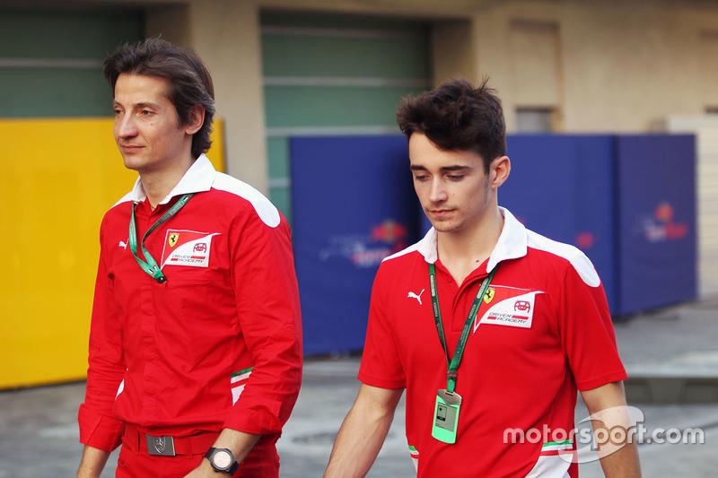 Massimo Rivola, Director de la Ferrari Driver Academy con Charles Leclerc, piloto de pruebas de Haas