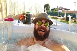 Stefano Comini, relax in giardino