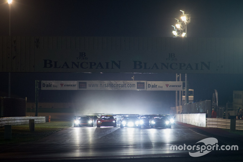 Start zum Rennen bei Dunkelheit