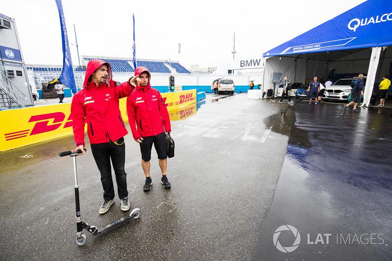 Lucas di Grassi, ABT Schaeffler Audi Sport en el paddock