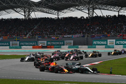 Max Verstappen, Red Bull Racing RB13 and Valtteri Bottas, Mercedes-Benz F1 W08  battle at the start of the race