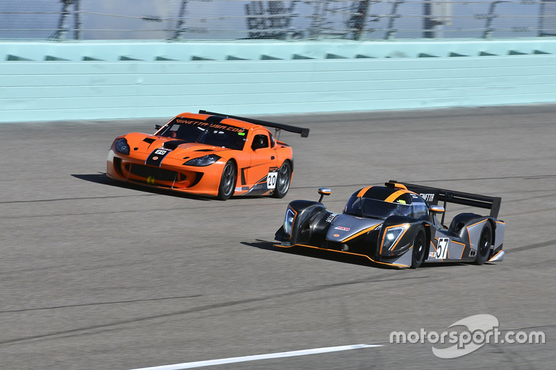 #57 FP1 Ginetta G57 driven by Mike Simpson & Giulio Borglenghi of Ginetta USA, #20 MP2A Ginetta G55 driven by Renato Benedetto & Adolpho Rossi of Ginetta USA