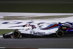 Ленс Стролл, Williams FW40, боротьба з Карлосом Сайнсом-молодшим, Scuderia Toro Rosso STR12