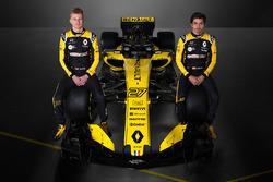 Гонщики Renault F1 Team Нико Хюлькенберг и Карлос Сайнс-мл.
