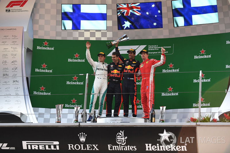 Podio: ganador de la carrera Daniel Ricciardo, Red Bull Racing, segundo lugar Valtteri Bottas, Mercedes-AMG F1, tercer lugar Kimi Raikkonen, Ferrari