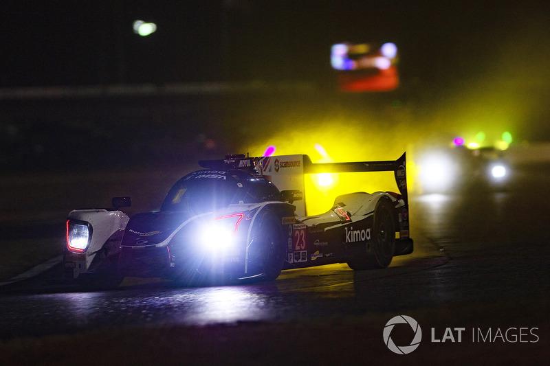 #23 United Autosports Ligier LMP2, P: Phil Hanson, Lando Norris, Fernando Alonso, rain